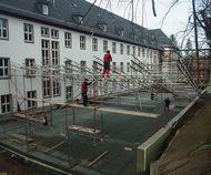 Aufbau eines Wetterschutzdachs zum Verschieben