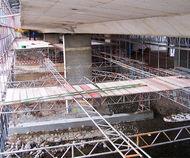 Brücke Südring Chemnitz: Gerüst für Sanierung der Brückenunterseite