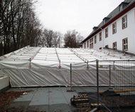 Fertigstellung: Einziehen der Wetterschutzplanen